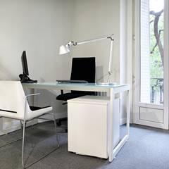 Oficinas en Pº de la Castellana. Madrid: Estudios y despachos de estilo  de Estudio Mercedes Arce