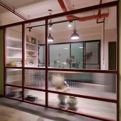 Garage/shed by 趙玲室內設計