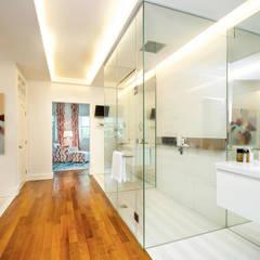 Bathroom Design by Design Intervention:  Bathroom by Design Intervention