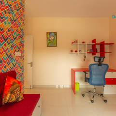 Small bedroom by DECOR DREAMS