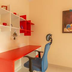 اتاق کار و درس توسطDECOR DREAMS, مدرن