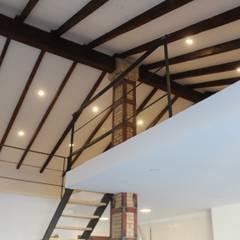 Reforma de casa en Cánovas: Dormitorios pequeños de estilo  de LCC, Licitaciones y Contrataciones de Construcción