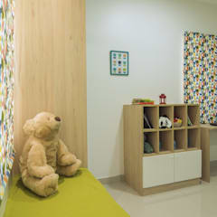 Kids room with Toy Storage :  Bedroom by InDesign Story