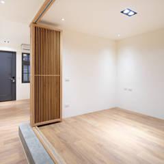 老屋翻新 林宅 | 1F多功能和室:  客廳 by 有隅空間規劃所