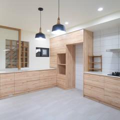 Cocinas de estilo  por 有隅空間規劃所,