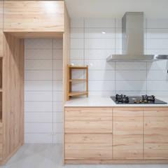 老屋翻新 林宅 | 1F廚房:  廚房 by 有隅空間規劃所
