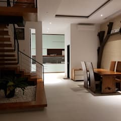 Rumah Janur asri VI kelapa gading: Ruang Keluarga oleh qic arsitek,