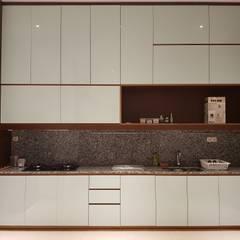 Rumah Janur asri VI kelapa gading: Dapur oleh qic arsitek,