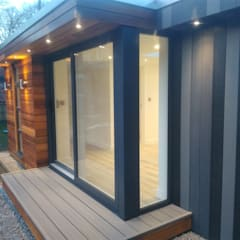 Cedar & Composite Clad Garden Room Office and Store Room:  Study/office by apodo designs