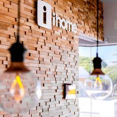 Showroom: Escritórios e Espaços de trabalho  por iHome Lda