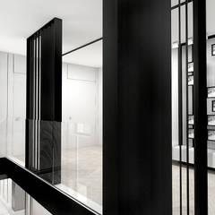 LITTLE BY LITTLE   II   Wnętrza domu: styl , w kategorii Korytarz, przedpokój zaprojektowany przez ARTDESIGN architektura wnętrz
