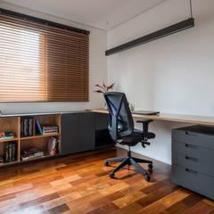 Escritórios minimalistas por INÁ Arquitetura Minimalista
