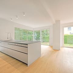 Haus am Petzinsee II:  Küchenzeile von wolff:architekten