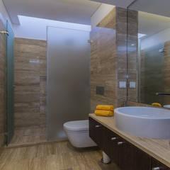 Vivenda V2 Vilamoura: Casas de banho  por AG FOTOGRAFIA
