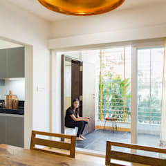 1,200 sq. ft. residence extension and interiors, Nigdi.:  Terrace by M+P Architects Collaborative,
