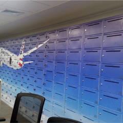 American Airlines -  Intervención de lockers: Oficinas de estilo  por Blow Deco Pics
