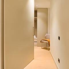Home Staging de Lujo en Barcelona: Vestidores de estilo  de Markham Stagers