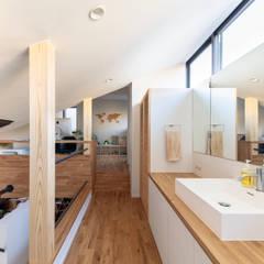 太子堂J邸: 遠藤誠建築設計事務所(MAKOTO ENDO ARCHITECTS)が手掛けた廊下 & 玄関です。