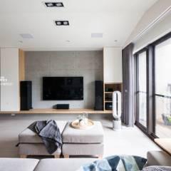 台中賴公館:  客廳 by 築本國際設計有限公司