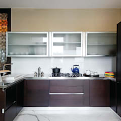 Kitchen units by Prachi Damle Photography