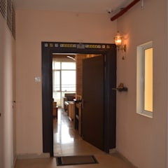 Residential Gurgaon:  Wooden doors by Neun designs Pvt.Ltd.