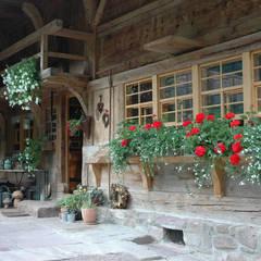 Wooden houses by Schnitzer Plank Architekten