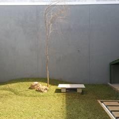 Renov Mekar Permai: Taman oleh Atelier Ara, Minimalis