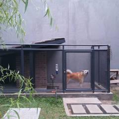 Renov Mekar Permai: Taman oleh Atelier Ara,