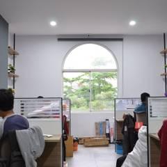 Godric Store: Ruang Kerja oleh Atelier Ara, Minimalis