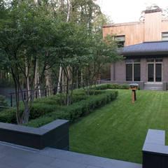 """Пять уровней комфорта КП """"Жуковка"""": Сады в . Автор – ARCADIA GARDEN Landscape Studio, Модерн"""