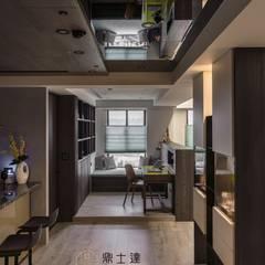 通廊 Modern Study Room and Home Office by 鼎士達室內裝修企劃 Modern Engineered Wood Transparent