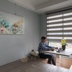 沉思 Modern Study Room and Home Office by 鼎士達室內裝修企劃 Modern Solid Wood Multicolored
