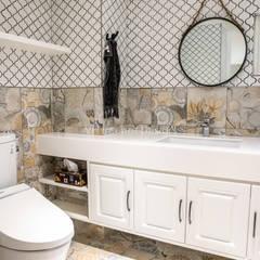 Bathroom by VH INTERIOR DESIGN