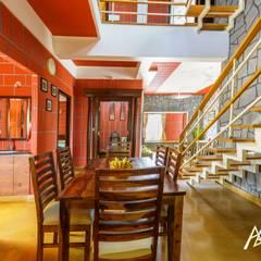 ห้องทานข้าว โดย Archemist Architects, ทรอปิคอล อิฐหรือดินเผา