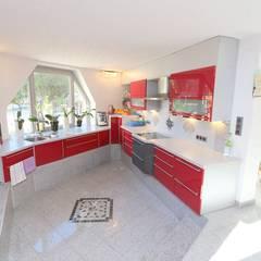 Außergewöhnliches Designhaus:  Küche von CENTURY 21 Deutschland