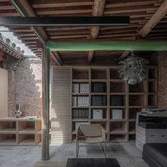 Escritórios e Espaços de trabalho  por ARCHISTRY design&research office