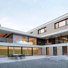 Wohnen in Niederbayern:  Villa von PURE Gruppe Architektengesellschaft mbH