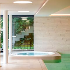 Hot tub by PURE Gruppe Architektengesellschaft mbH