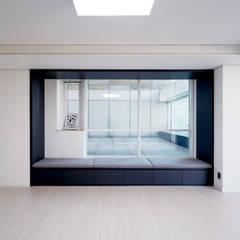 송도 퍼스트월드 골드포인트 모던하우스: 디자인 아버의  침실,