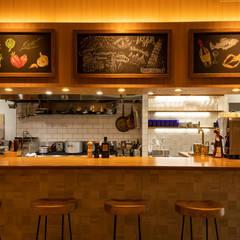イタリアンレストランのライティングデザイン: 東京デザインパーティー|照明デザイン 特注照明器具が手掛けたレストランです。,地中海