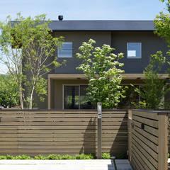 大和町の家: 柳瀬真澄建築設計工房 Masumi Yanase Architect Officeが手掛けたアプローチです。,モダン 木 木目調