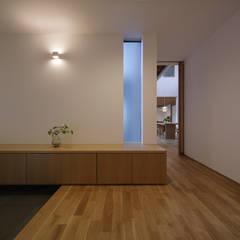 Corridor & hallway by 柳瀬真澄建築設計工房 Masumi Yanase Architect Office,