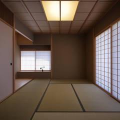 غرفة الميديا تنفيذ 柳瀬真澄建築設計工房 Masumi Yanase Architect Office