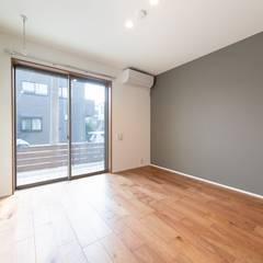 田園調布アパートメント|木造賃貸アパート 長屋形式 メゾネットタイプ: タイラ ヤスヒロ建築設計事務所/yasuhiro taira architects & associatesが手掛けた小さな寝室です。