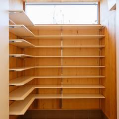 豊田の住まい_東京都日野市: タイラ ヤスヒロ建築設計事務所/yasuhiro taira architects & associatesが手掛けた廊下 & 玄関です。