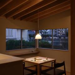 松山の家: 柳瀬真澄建築設計工房 Masumi Yanase Architect Officeが手掛けたダイニングです。