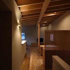 Floors by 柳瀬真澄建築設計工房 Masumi Yanase Architect Office, Modern