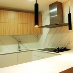 141 - Francisco Silván Arquitectura de Interior - Decoración: Casas adosadas de estilo  de Arquitectura de Interior