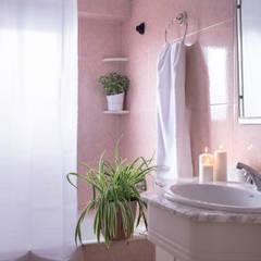 Villa Maribel : Baños de estilo  de Bhoga Home Staging