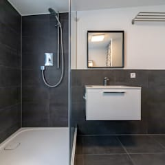 Bathroom by CENTURY 21 Deutschland